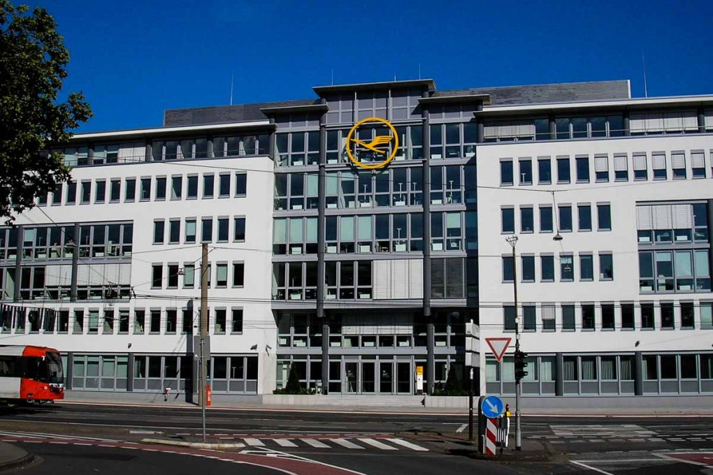 Lufthansa Konzernzentrale Köln (Foto: G. Friedrich wikimedia.org)
