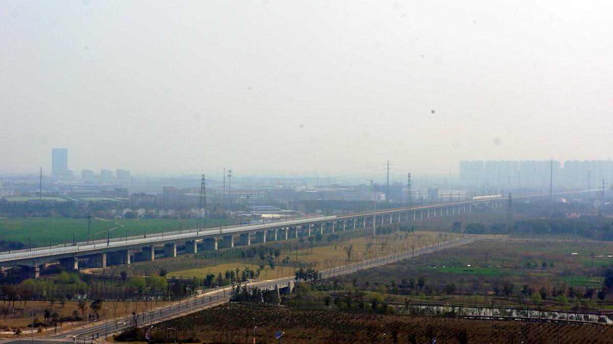 Die Danyang-Kunshan-Brücke ist ein fast 165 Kilometer langes Eisenbahnviadukt in China. Sie gilt als längste Brücke der Welt.