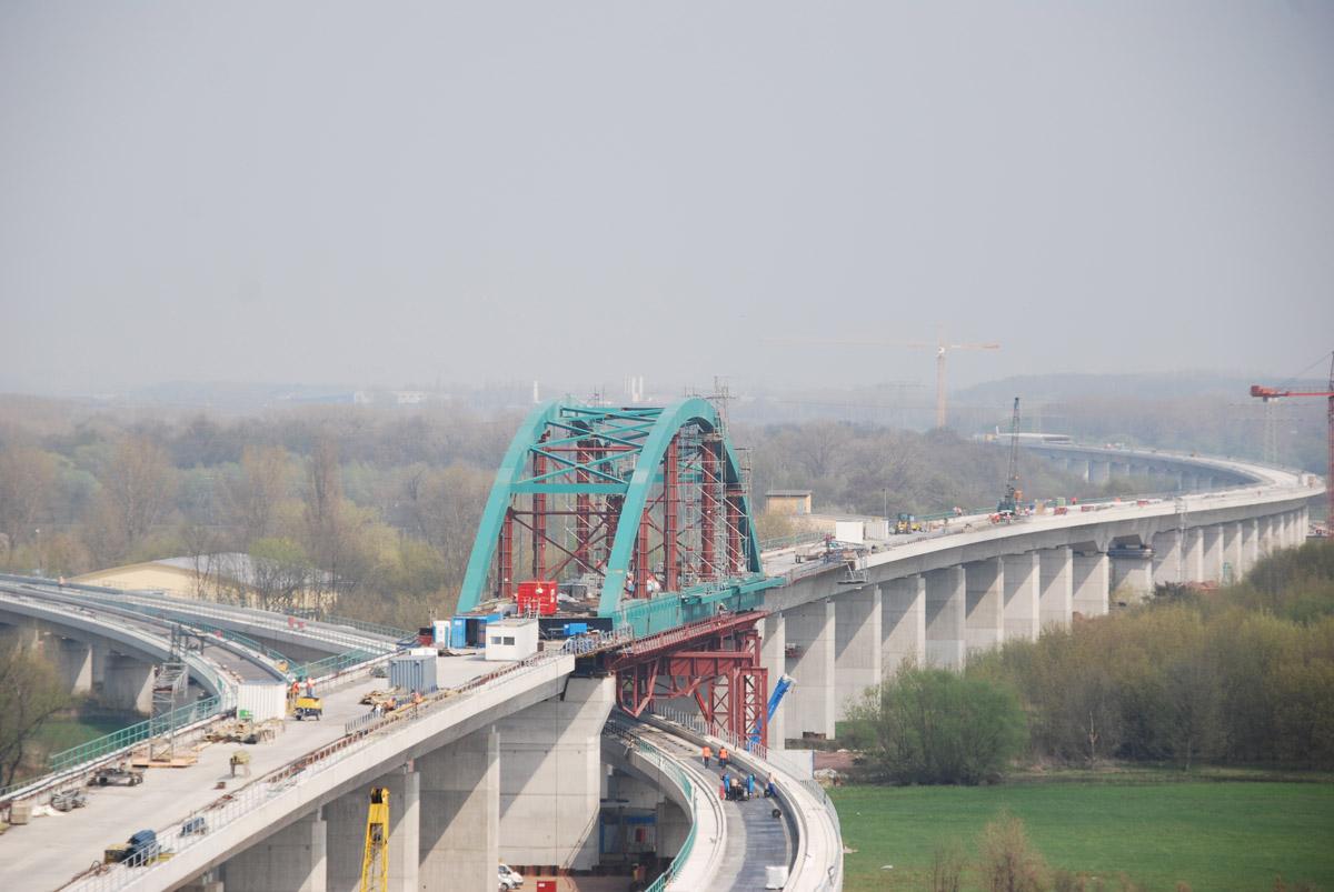 Die Saale-Elster-Talbrücke gilt als längstes Brückenbauwerk Deutschlands.